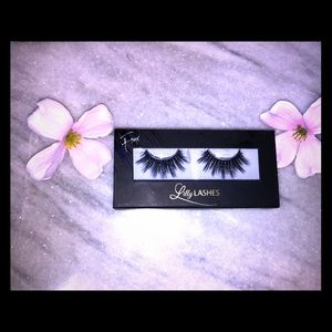 NWT BRAND NEW MIAMI LILLY LASHES